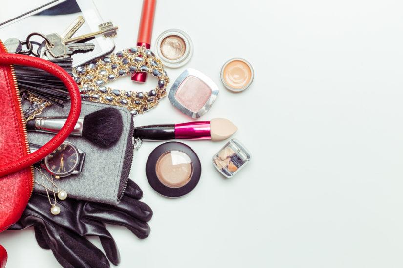 W kobiecej torebce nie może zabraknąć kosmetyków