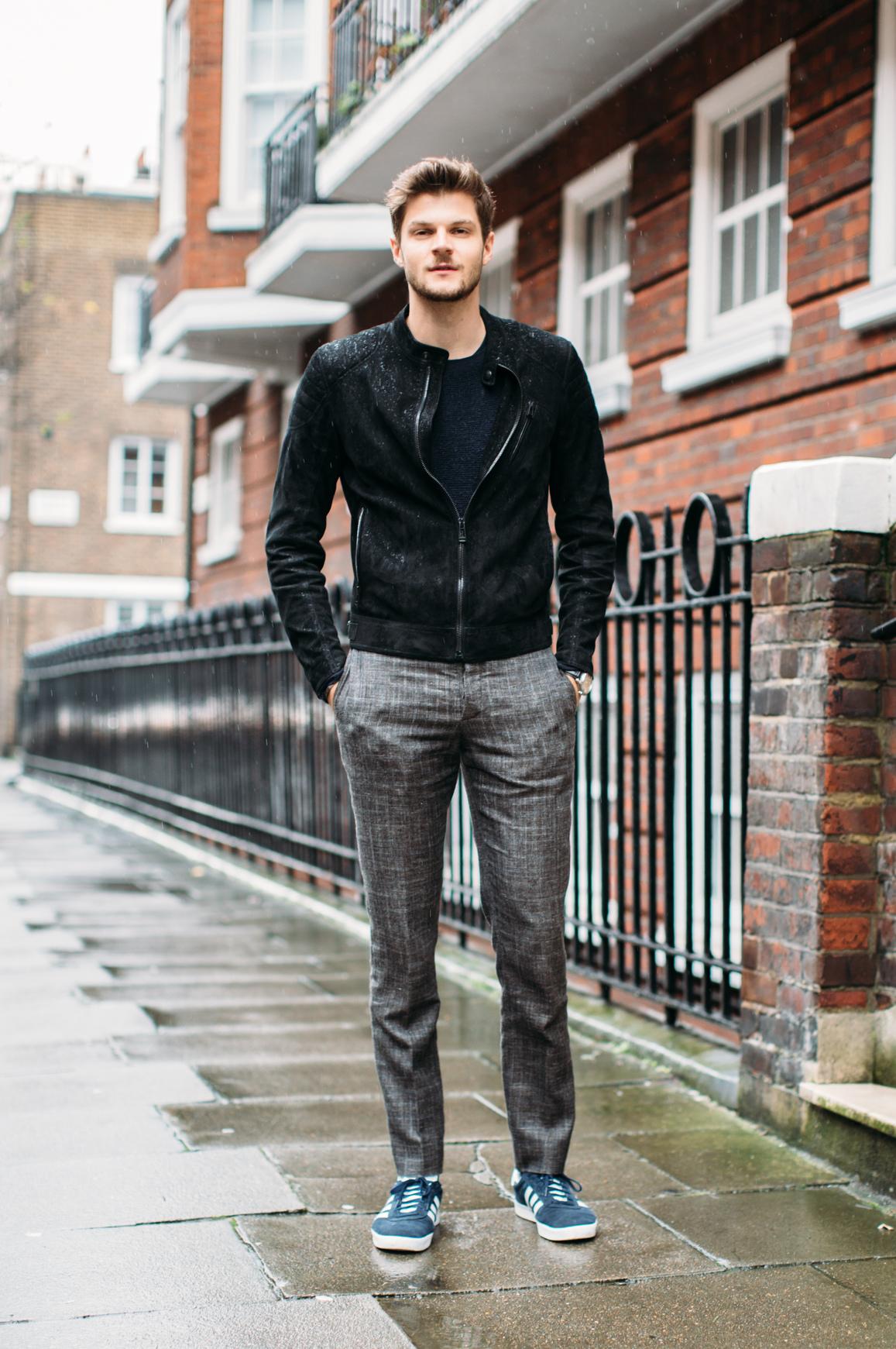 Szeroki tors i zgrabne umięśnione nogi to cechy męskiej sylwetki tego typu