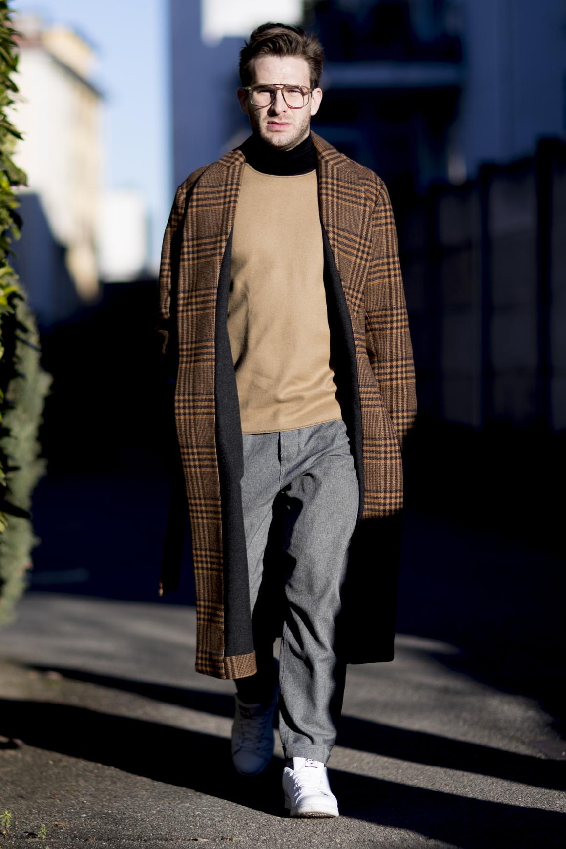 W ten sposób ułożony sweter może podkreślać brzuch