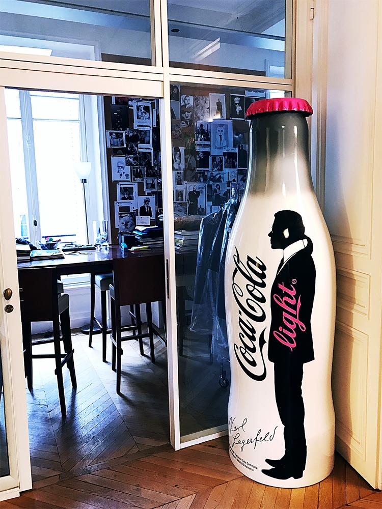 Autorska butelka zaprojektowana przez Karla Lagerfelda dla Coca-coli