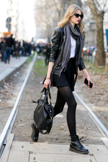 Martensy świetnie prezentują się ze spódnicą mini...