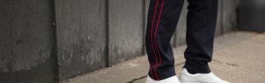 czarny dres męski z czerwonymi paskami
