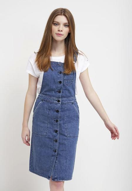 Prosta jeansowa sukienka
