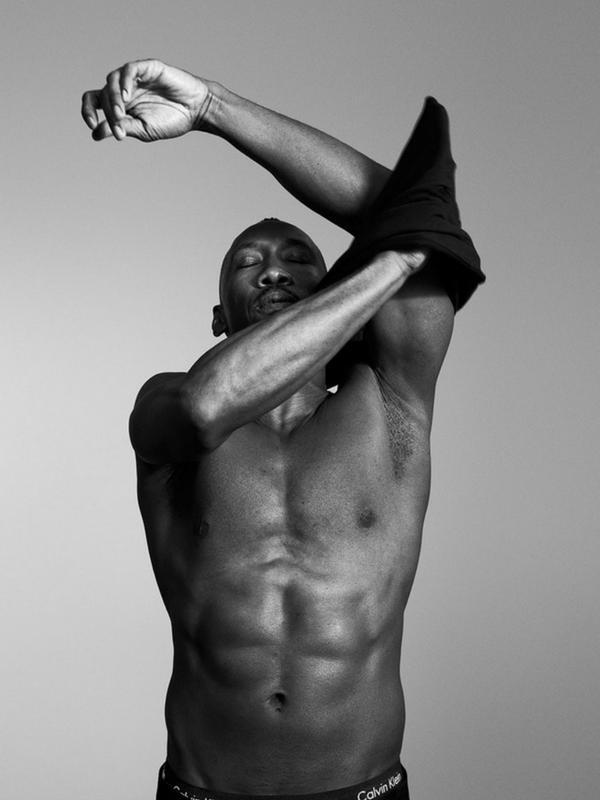 Aktorzy Moonlight w kampanii Calvin Klein