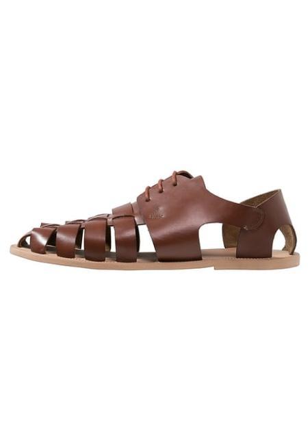 Zabudowane sandały