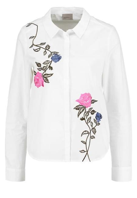 Biała koszula ozdobiona haftem