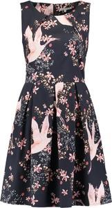 Sukienka w kwiaty i ptaki