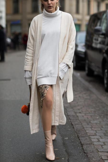 Długi sweter noś w stylizacji ze spódnicą