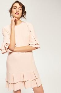 Sukienka z fabanami przy mankiecie