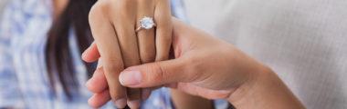 na której ręce nosi się pierścionek zaręczynowy
