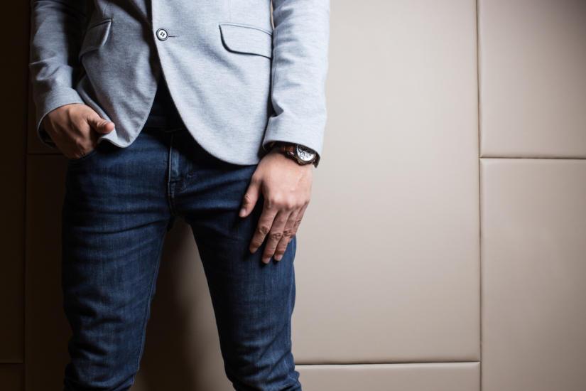 Postaw na spodnie o ciemniejszym zabarwieniu