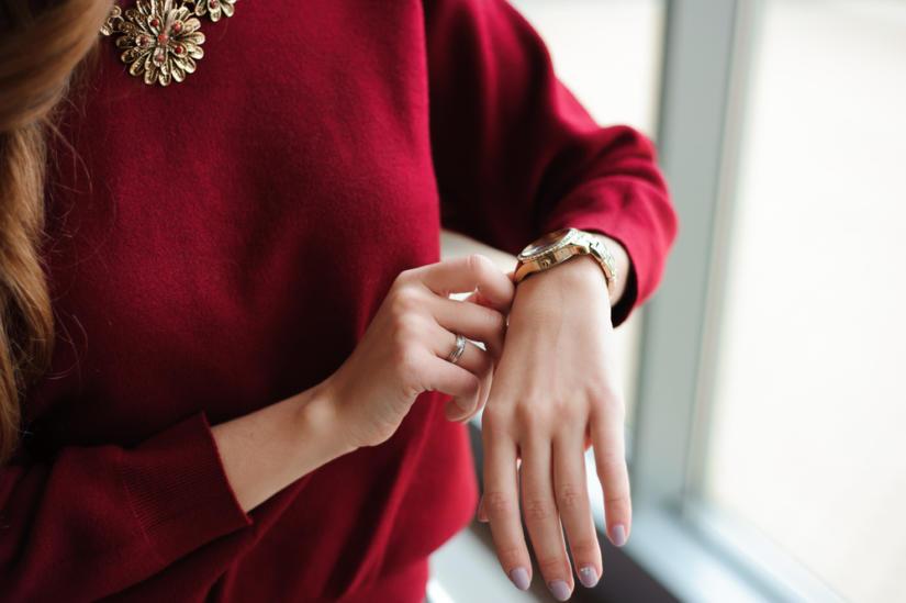 Złoty zegarek zawsze prezentuje się elegancko