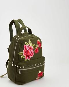 Plecak z kwiatowym haftem