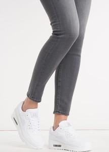 Sportowe buty w kolorze białym