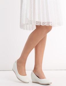 73295015 Białe buty na grubej platformie Białe buty na koturnie
