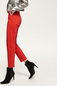 Czerwone spodnie z wysoką talią