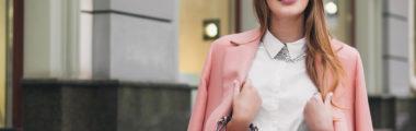 różowa marynarka z czym noisc stylizacje