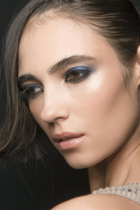 Niebieskie cienie do powiek podkreślą brązowe i piwne oczy