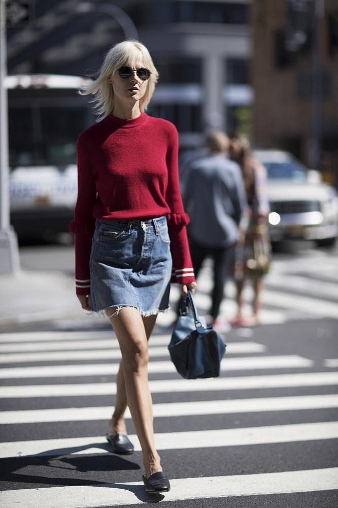 Krótka spódnica to idealny wybór na upały