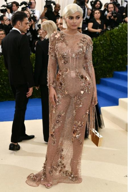Kylie Jenner  w kreacji Versace