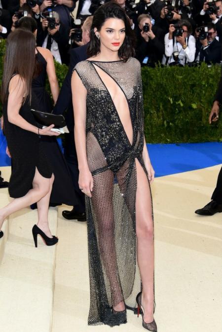 Kendall Jenner w kreacji LA Pela Couture