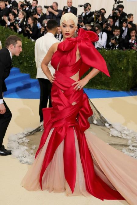 Rita Ora w kreacji Marchesa