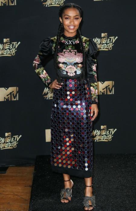 Yara Shahidi postawiła na Gucciego i ubrała jego rzeczy
