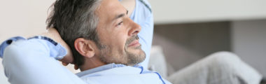 Jak dbać o siwe włosy u mężczyzn