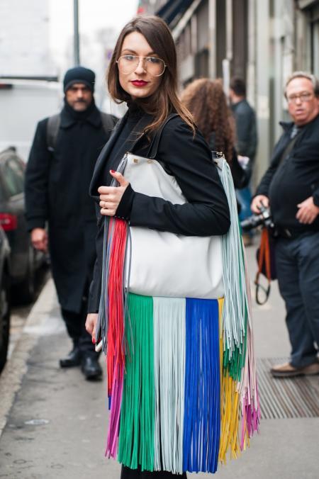 Duża torebka z kolorowymi frędzlami