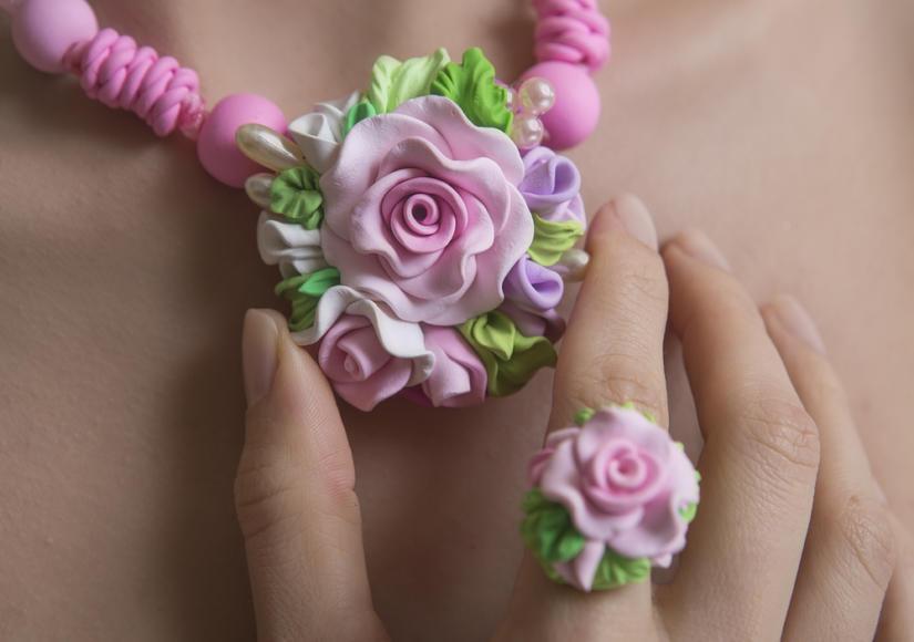 Z modeliny możesz ulepić ozdoby w romantycznym stylu