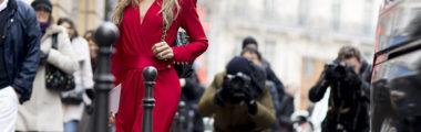 Czerwona sukienka sprawi, że będziesz wyglądać bardzo stylowo
