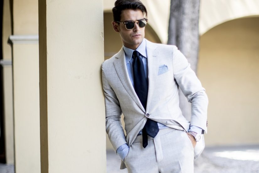jasny garnitur idealny na lato