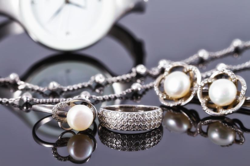 Biżuterię ze srebra wyczyścisz domowymi sposobami