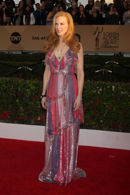 Nicole Kidman w odcieniach różu i fioletu