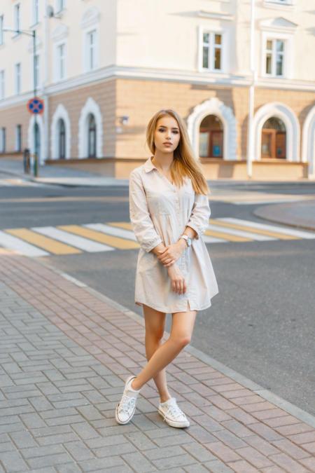 Z koszulową sukienką