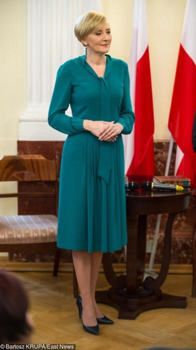Zwiewne sukienki pasują do sylwetki pierwszej damy
