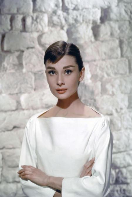 Audrey Hepburn w bieli