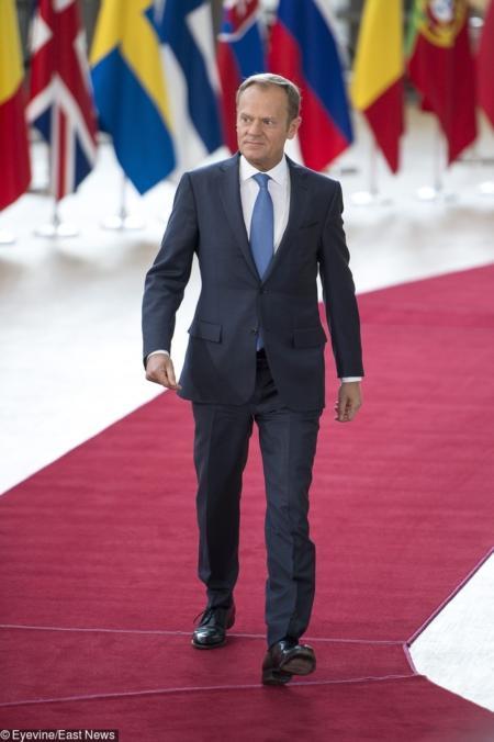 Swoje stylizacje dopasowuje do zasad dyplomacji