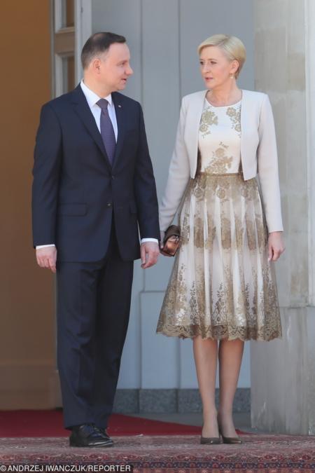 Agata Duda ma słabość do rozkloszowanych sukienek