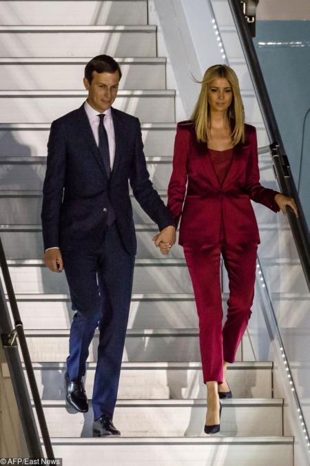 Ivanka Trump w bordowym garniturze