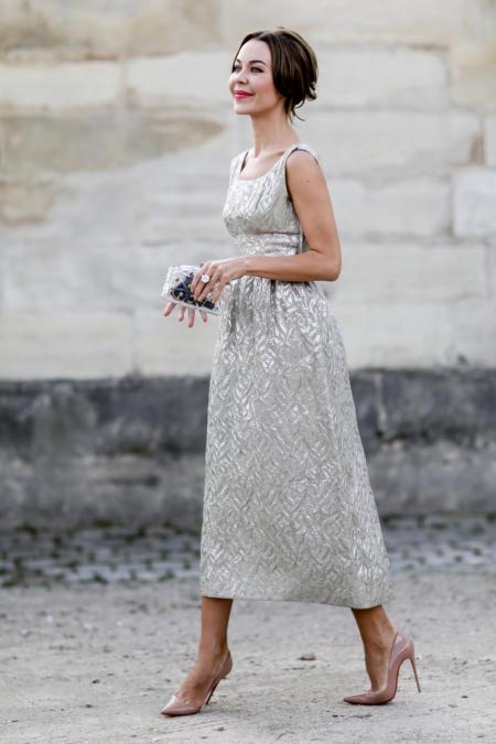 Szpilki nude pasuja do eleganckich sukienek