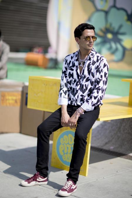 Koszula w gęste wzory prezentuje się ciekawie