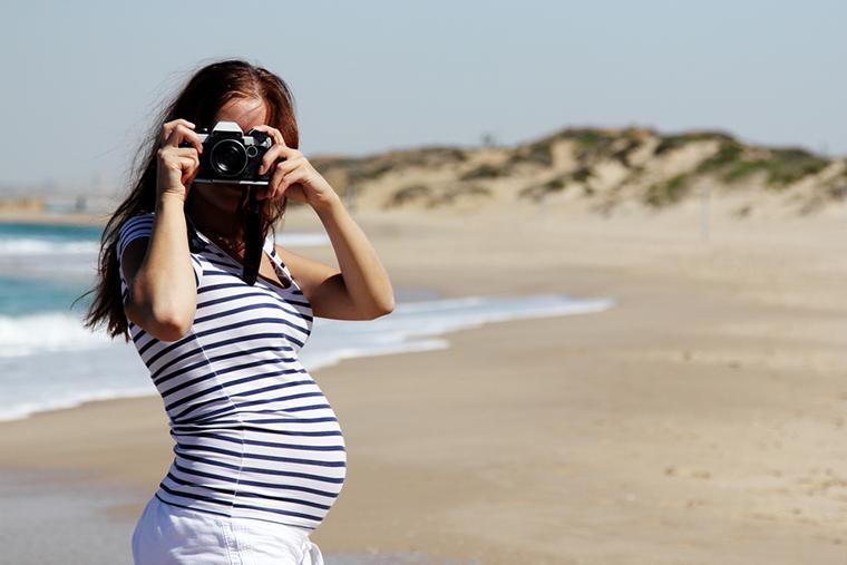 T-shirt w czarne paski świetnie sprawdzi się w ciąży