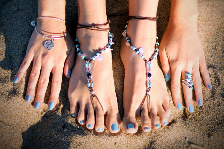 Biżuteria na stopach jest bardzo sexy