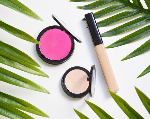 Wakacyjny niezbędnik – co powinnaś mieć w kosmetyczce podczas wakacji?