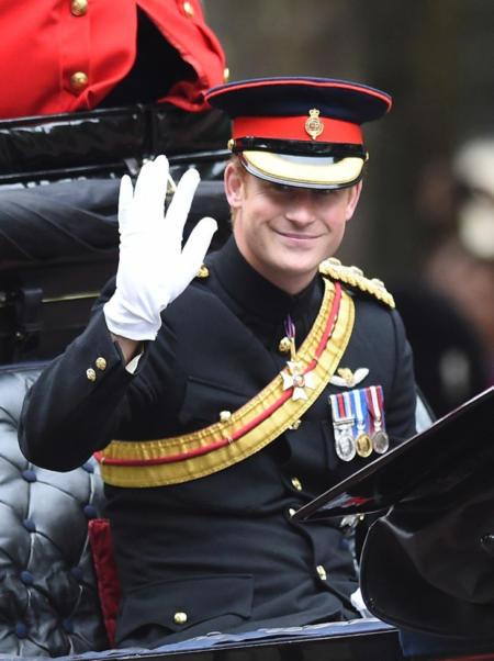 Królowa Elżbieta II obchodzi drugie, oficjalne urodziny - Książę Harry