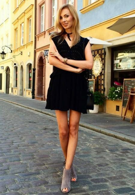 Botki peep toe w stylizacji z sukienką