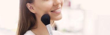 najczęściej popełniane błędy w makijażu codziennym to źle nałożony puder