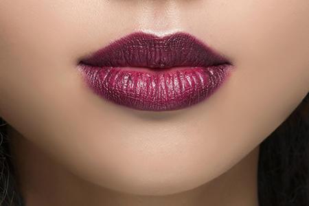 W formie szminki