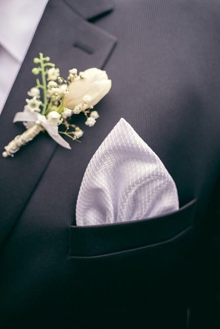 Biała elegancka poszetka